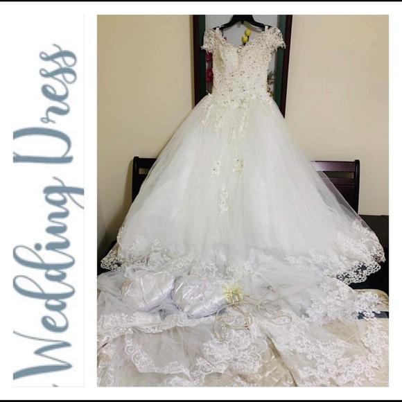 Dresses & Skirts - EUC Wedding Dress Set